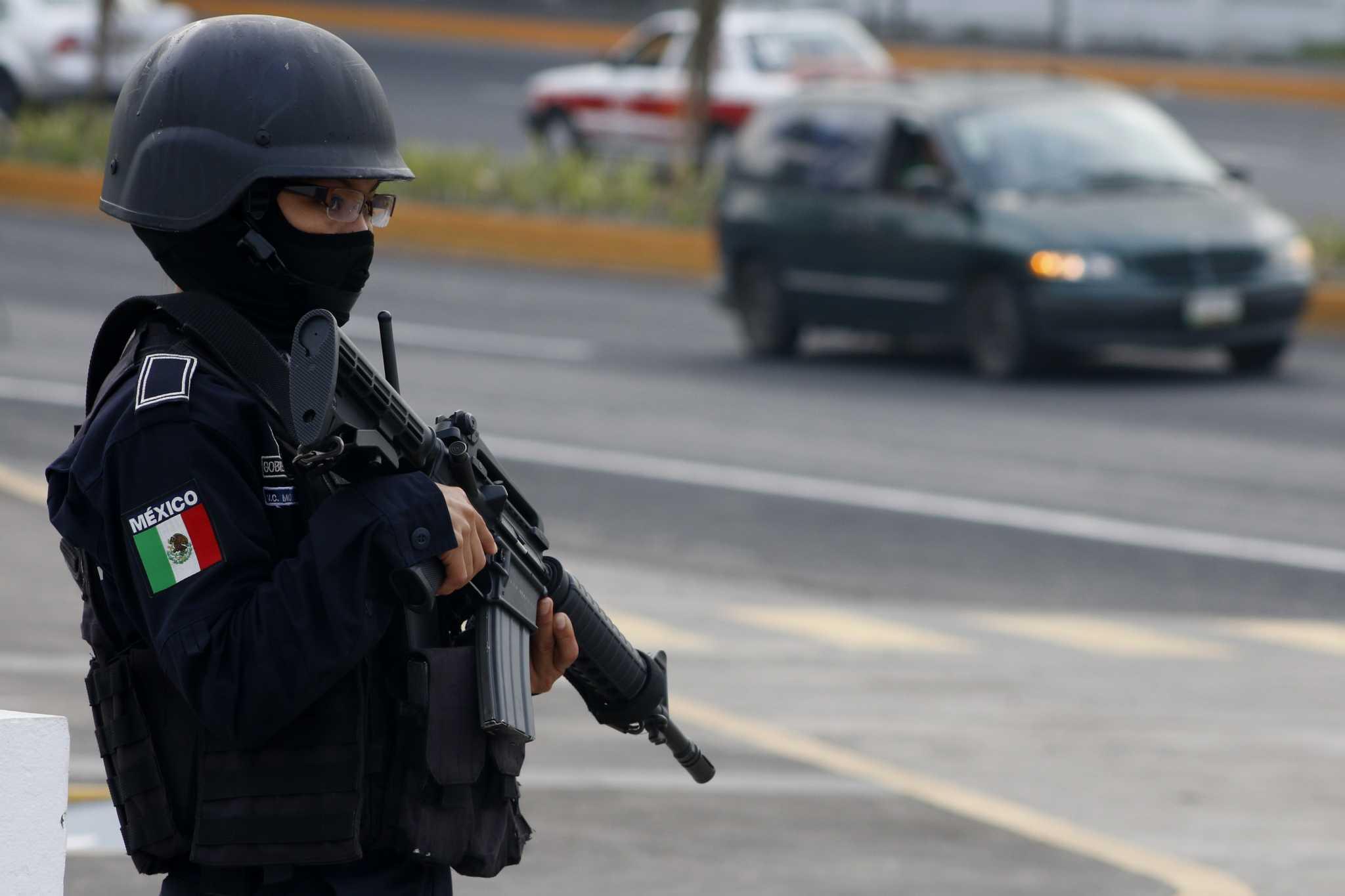 Mujer policia de mexico baila desnuda frente a la camara - 2 4