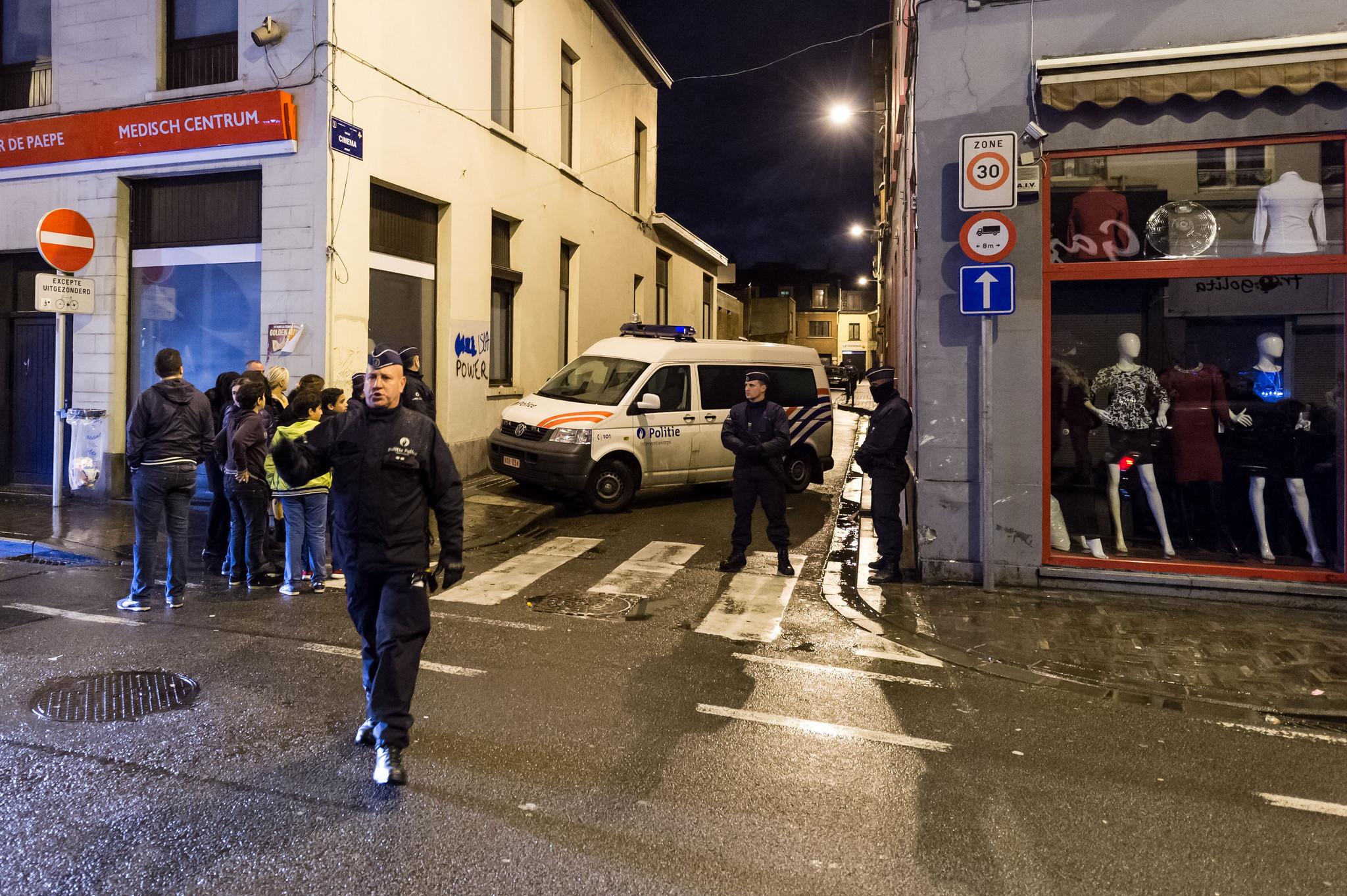 hoyla-int-bruselas-bajo-amenaza-terrorista-tras-atentados-en-paris-20151121